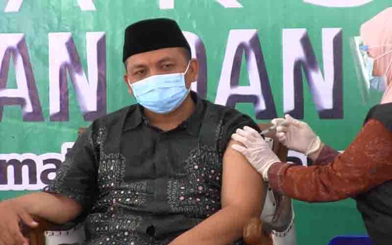 Ketua PCNU Lumajang saat di Vaksin Sinonac di Pendopo Arya Wiraraja Lumajang